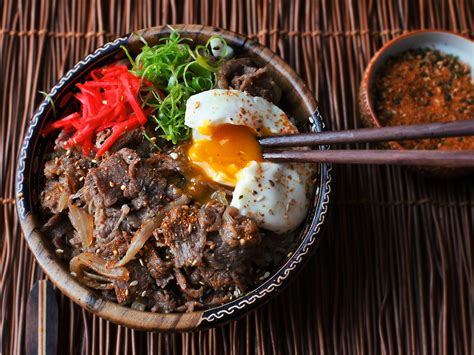 Video: How to Make Gyudon (Japanese Simmered Beef and Rice