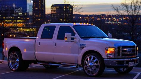 2008 ford f-350 short bed dually with 26inch rims