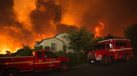 Los Angeles County Fire Stretches Across 22,000 Acres