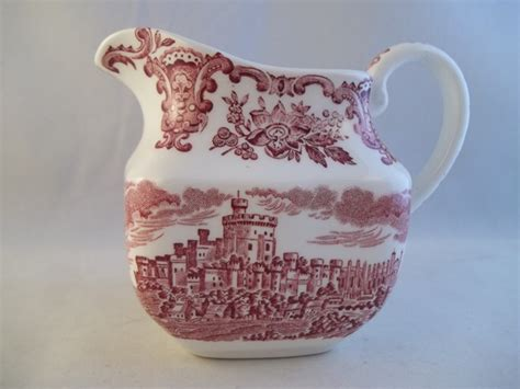 Wedgwood Royal Homes of Britain Rot Milchkaennchen   My