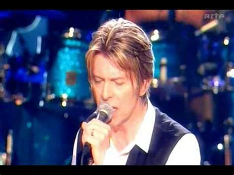 David Bowie - Heroes (Live) - YouTube