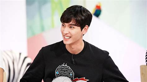 """Choi Tae Joon To Step Down From MC Position On """"Hello"""