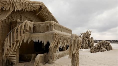 New York homes encased in ice after freezing temperatures